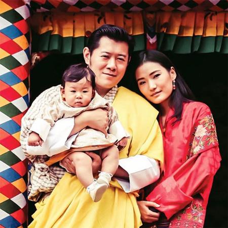 Король и королева Бутана показали наследника