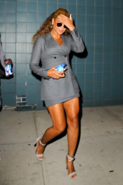 Деловая женщина: Бейонсе в идеальном наряде для офиса