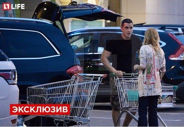 Папарацци застукали Ксению Бордоину и Курбана Омарова в магазине (видео)