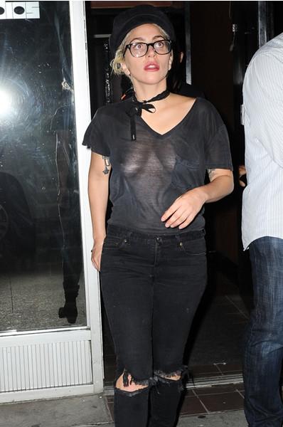 Леди Гага показала некрасивую грудь и отсутствие вкуса