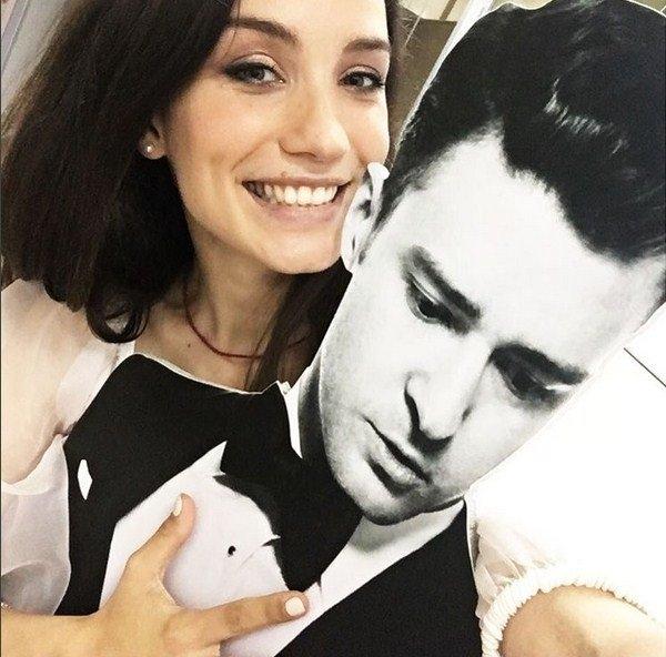 Виктория Дайнеко попросила мужа не злиться на объятия с другим мужчиной