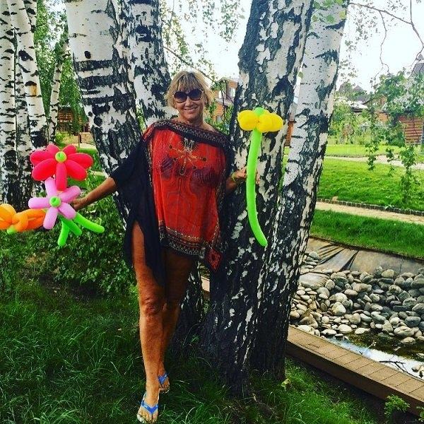 Лариса Копенкина не побоялась показать свой целлюлит на ногах