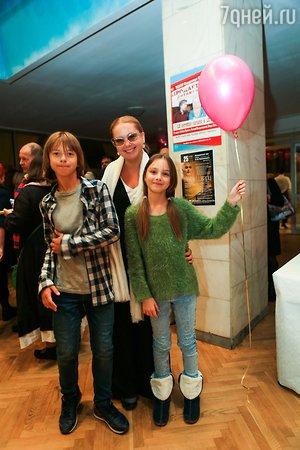 Анфиса Чехова подарила сыну три часа счастья