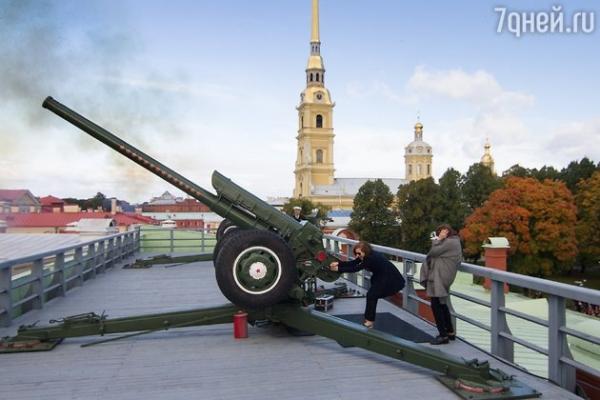Изабель Юппер выстрелила из пушки в Санкт-Петербурге