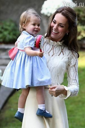Принцесса Шарлотта поразила сходством с Елизаветой II