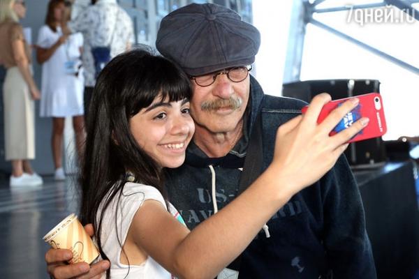 10-месячная дочь Игоря Николаева говорит по-английски
