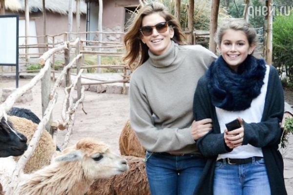 Синди Кроуфорд завидует своей 15-летней дочери