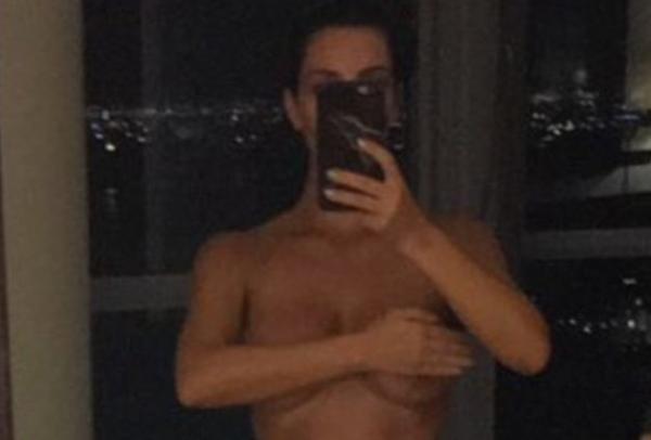 Ким Кардашьян полностью обнажилась в Snapchat (фото + видео)
