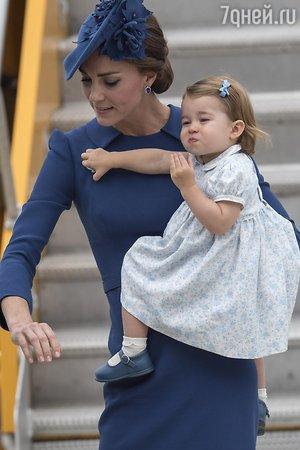 Канада встретила герцогиню Кэмбриджскую и принца Уильяма цветами и … гильотиной