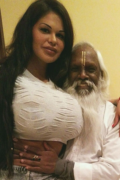 Дочь священника погрязла в разврате на реалити-шоу
