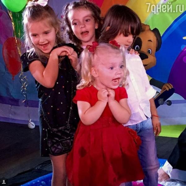 Дети Киркорова и Пугачевой повеселились на вечеринке