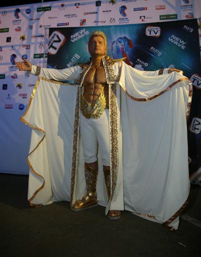 Звезды блеснули роскошными нарядами на «Новой волне»
