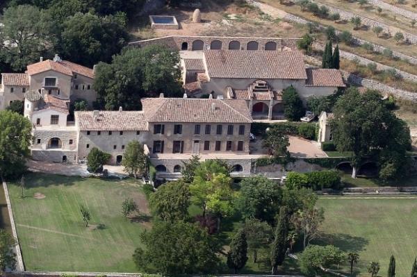 Анджелина Джоли и Брэд Питт передумали продавать поместье во Франции