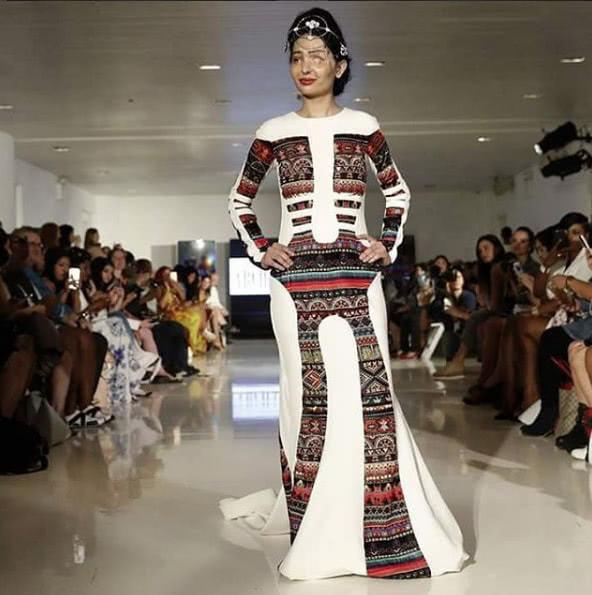 Индийская модель, облитая кислотой, произвела фурор на Неделе высокой моды в Нью-Йорке
