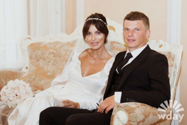 Невеста Аршавина выходила за него замуж беременной: фото