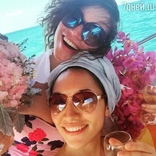 Алена Хмельницкая поздравила старшую дочь с другого континента