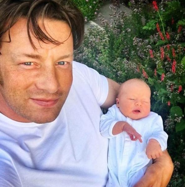 Джейми Оливер пообещал, что больше не будет заводить детей
