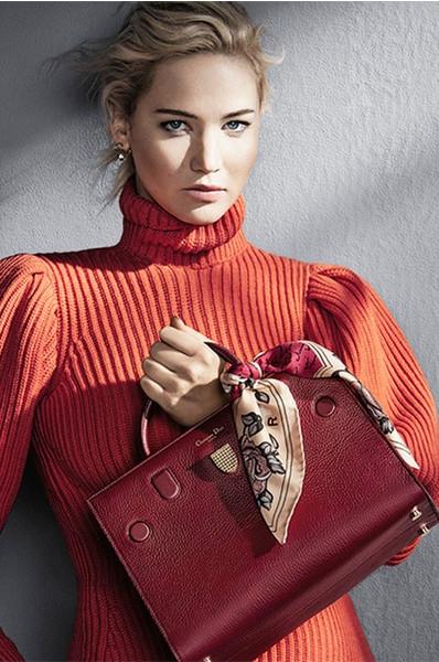 Своя ноша: Дженнифер Лоуренс в рекламе сумок Dior