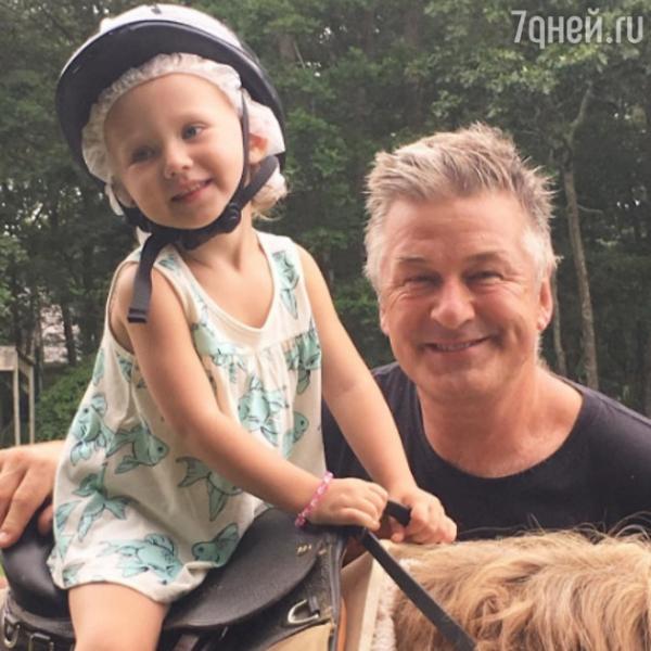58-летний Алек Болдуин показал новорожденного сына