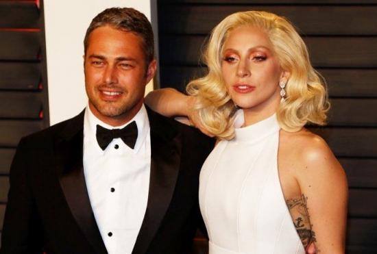 Леди Гага посвятила песню Тэйлору Кинни