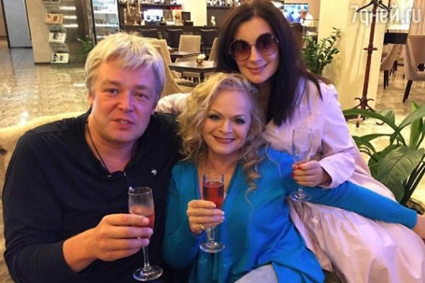 Лариса Долина отпраздновала день рождения в аэропорту