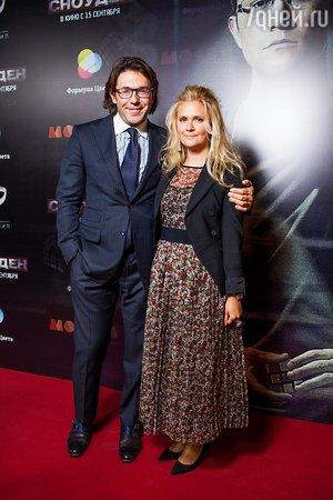 Глюк'oZa и Дмитрий Дибров первыми посмотрели картину об Эдварде Сноудене