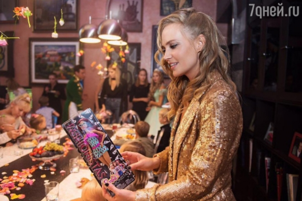 Глюк'оZа сделала дочке фантастический подарок на день рождения