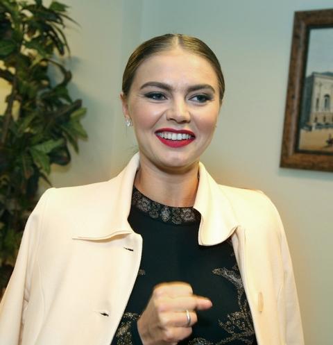 Похорошевшая Алина Кабаева произвела фурор на мероприятии