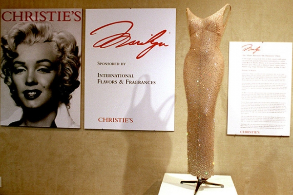 С аукциона продадут первое в истории «голое» платье
