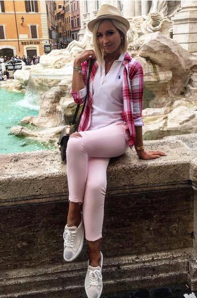 Бузова расхаживала по Риму в безвкусном наряде