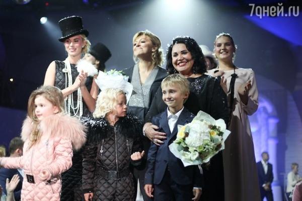 Надежда Бабкина призывает носить женщин пуховики