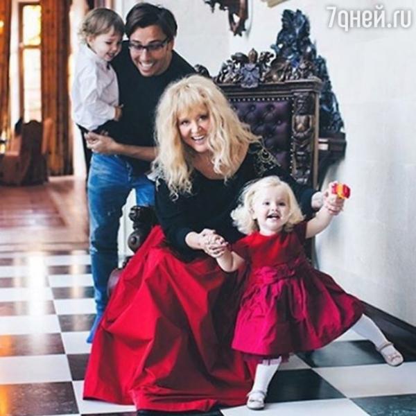 Алла Пугачева вернула своих наследников в их родной дом