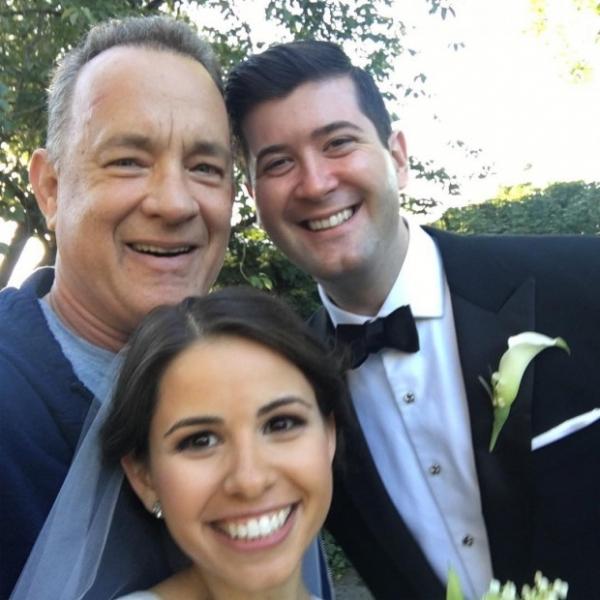 Том Хэнкс прервал свадьбу в Центральном парке Нью-Йорка ради селфи
