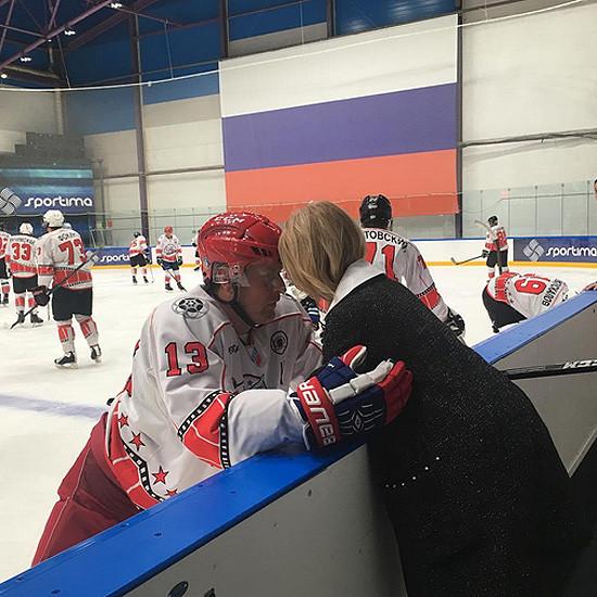 Дана Борисова закрутила роман с хоккеистом
