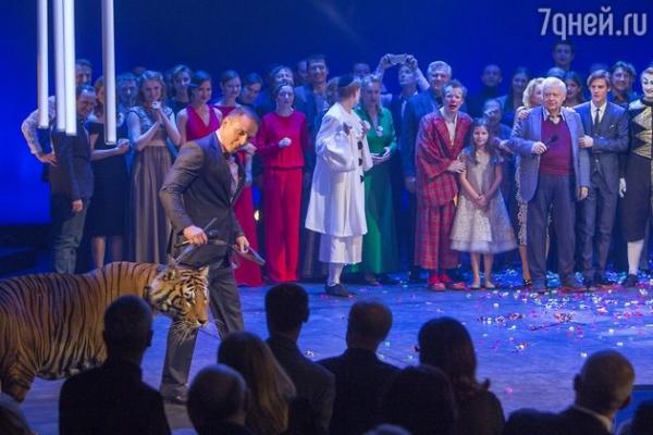 Аскольд Запашный на два часа застрял в лифте вместе с тигром