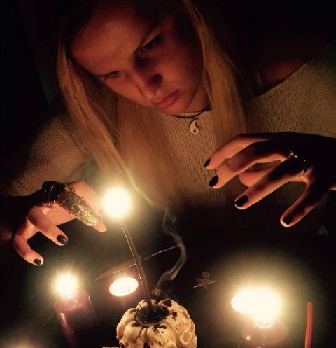 Ведьма из «Битвы экстрасенсов» скрывала от избранника свой дар