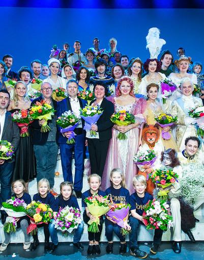 Знаменитости блеснули на премьере «Золушки»