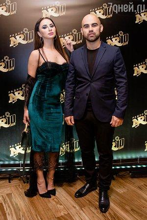 Настасья Самбурская выбрала для юбилея самые модные сапоги