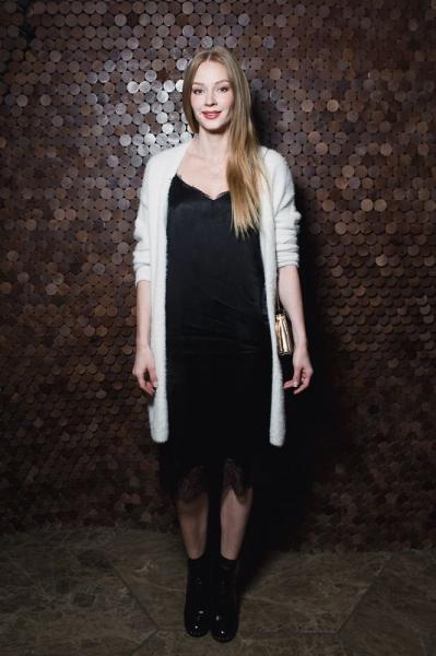 Светлана Ходченкова поразила публику нарядом в бельевом стиле