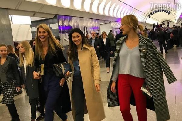 ВИДЕО: Беременная Собчак спустилась в метро ради друга