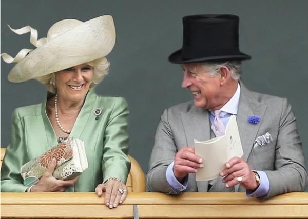 Камилла Паркер-Боузл шантажирует королевскую семью