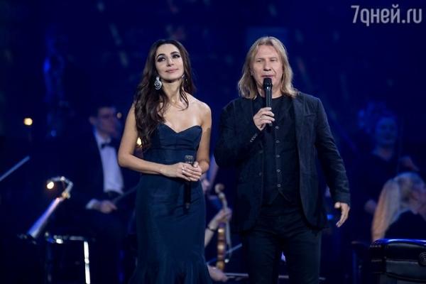 Дмитрий Певцов снова выступил с Зарой в дуэте