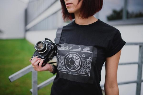 Дизайнерская футболка, накоторой можно писать мелом