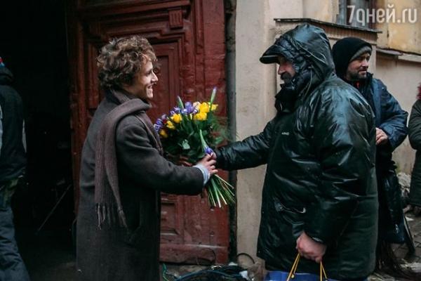 Звезда фильма «Класс коррекции» отменил медовый месяц