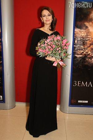 Мария Миронова вышла на сцену с мужем и маленьким сыном
