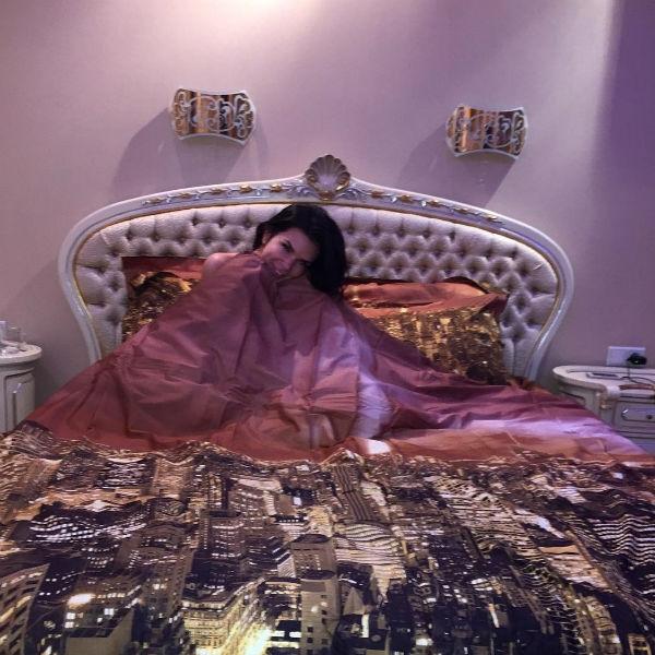 В объятиях сна: в каких условиях спят Рудковская, Волочкова, Бондарчук