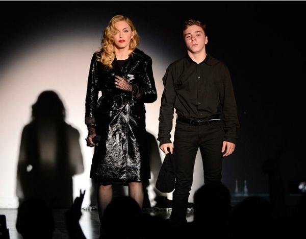 Сын Мадонны побывал под арестом за хранение наркотиков