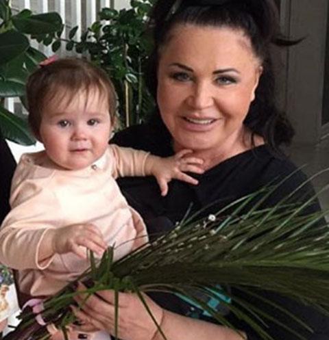 Надежда Бабкина покупает драгоценности для внучек