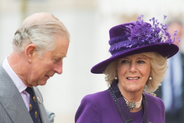 Жена принца Чарльза шантажирует королевскую семью