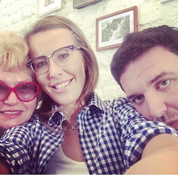 Все вместе: Ксения Собчак рожала вместе с мамой и мужем